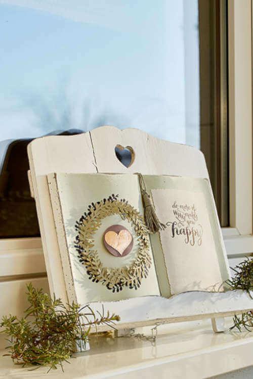 Küchendeko schöner Buchständer mit Buch darauf